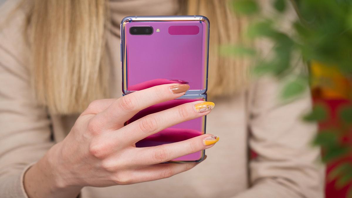 Snapdragon 865 İşlemcili Galaxy Z Flip Ortaya Çıktı