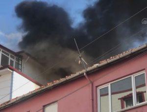 BİLECİK – 5 katlı apartmanın çatısında çıkan yangın söndürüldü