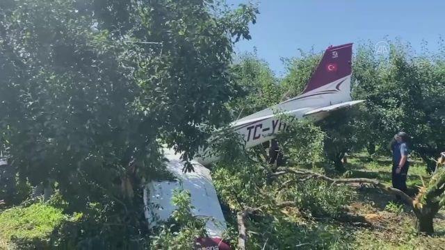 Bursa'da eğitim uçağı meyve bahçesine zorunlu iniş yaptı