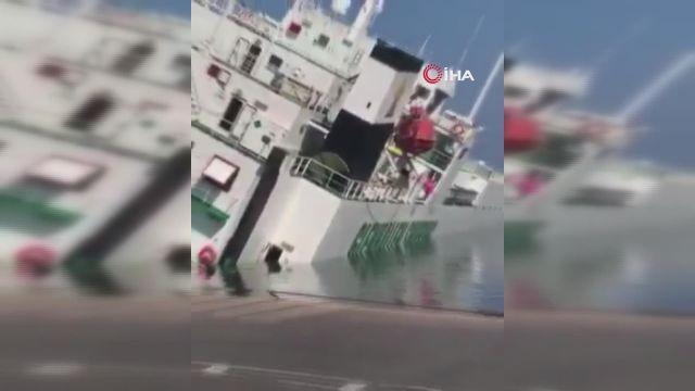 – Cezayir'de limanda demirli olan gemi yan yattı