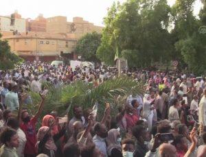 HARTUM – Sudan'da sivil yönetim talebiyle binlerce kişi sokaklara indi (3)