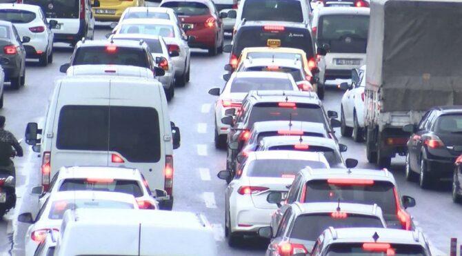İstanbul'da trafik yoğunluğu! Harita kızardı