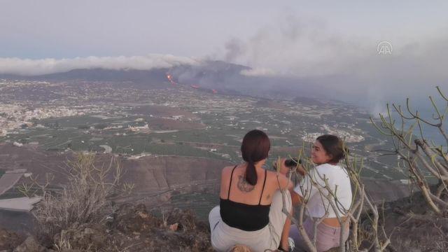 LA PALMA – Cumbre Vieja Yanardağı lav püskürtmeye devam ediyor