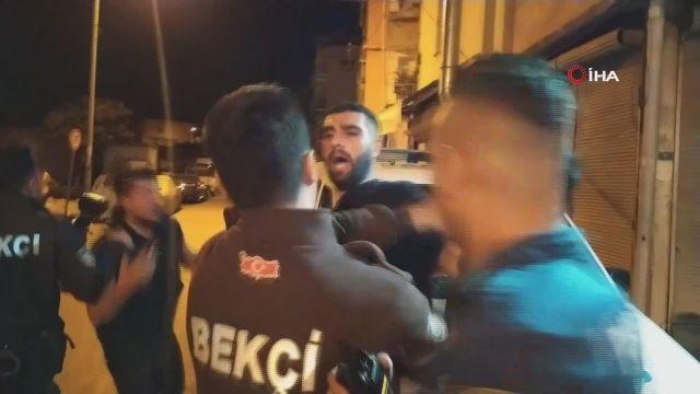 Adana'da trafik kazası yaptıktan sonra karşı tarafın sürücüsünü bıçakladılar