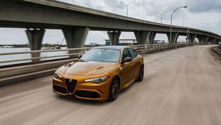 Alfa Romeo'nun, 2022 Model Giulia ve Stelvio Otomobilleri Standart Donanımlarıyla İlk Çıkışını Yaptı