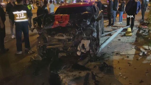 Ataşehir'de feci kaza: Otomobil çarpmanın etkisiyle karşı şeride fırladı