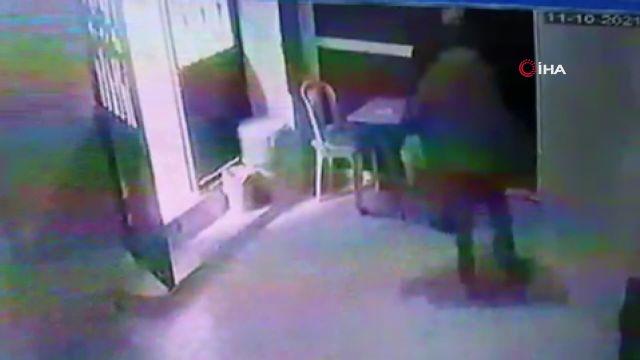 Avcılar'da musluk hırsızı cami görevlisi gelince 'karnım ağrıyor' numarası yaparak kaçtı: O anlar kamerada