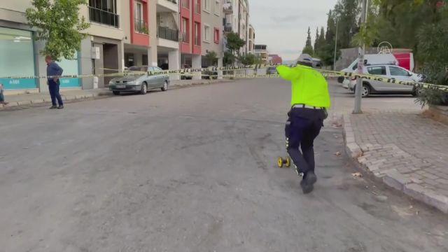 AYDIN – Eşinin yanında gördüğü kişiye otomobille çarpan koca gözaltına alındı
