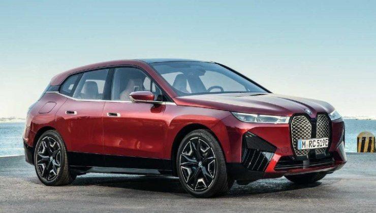 BMW iX xDrive40'ın Araba Sürmeye Küstüren Türkiye Fiyatı Açıklandı
