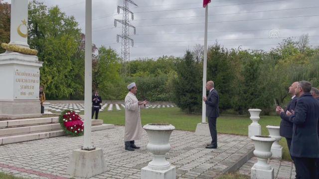 BUDAPEŞTE – Bakan Karaismailoğlu, Macaristan'daki Türk Şehitliği'ni ziyaret etti