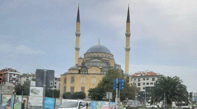 Camiye dükkan yapılacağı iddiasına cemaat tepki gösterdi