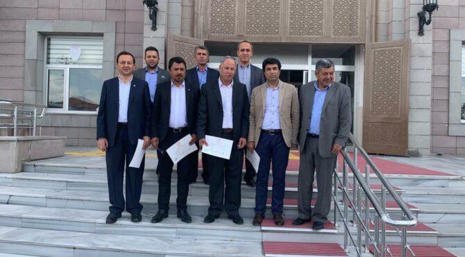 CHP'li meclis üyelerinden MHP'li Başkana 'terör örgütü' protestosu