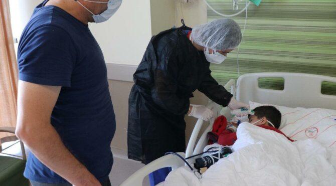 Corona virüse yakalanan 5 yaşındaki Emir, bir haftadır tedavi görüyor