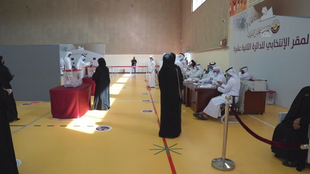 DOHA – Katar'da ilk kez yapılan milletvekili seçimleri için oy verme işlemi başladı