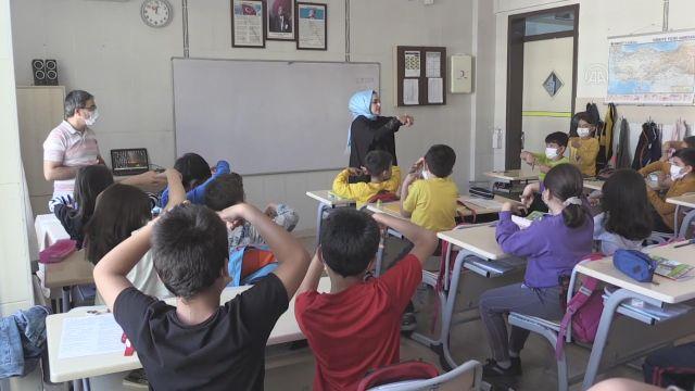 """GAZİANTEP – """"Engelsiz Kent Gaziantep"""" için çocuklara işaret dili eğitimi"""