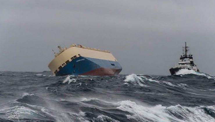 Gemilerin Devasa Dalgalara Rağmen Nasıl Sapasağlam İlerlediğini Gösteren Video