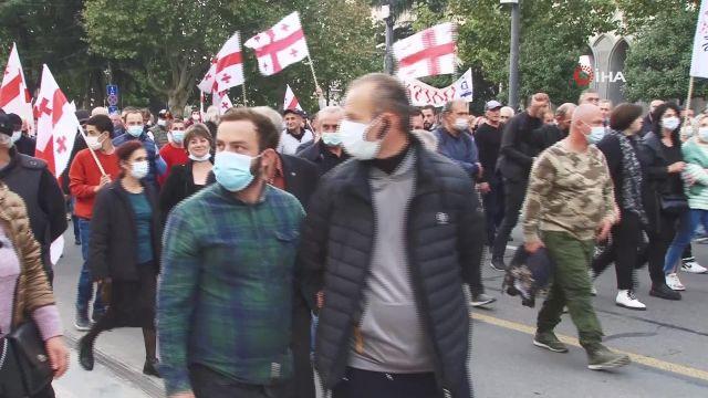 – Gürcistan'da eski Cumhurbaşkanı Saakaşvili için binlerce kişi sokağa indi