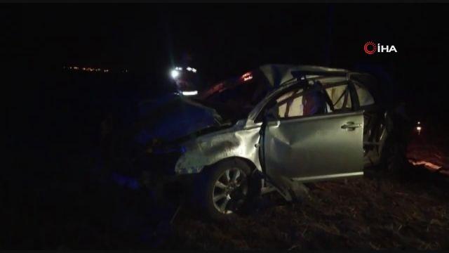 Hurdaya dönen otomobilde sıkışan 4 kişi ağır yaralandı