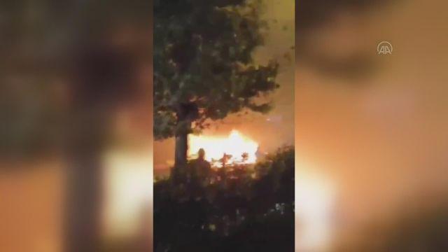 İSTANBUL – Bahçelievler'de yanan araç kullanılamaz hale geldi