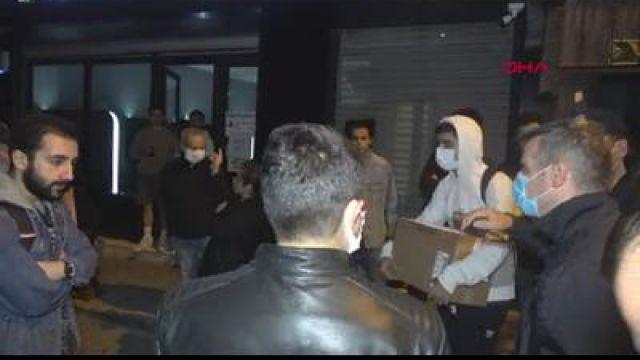 İzmir'de 5 katlı binadaki bir dairede çatlama meydana geldi, 20 kişi tahliye edildi