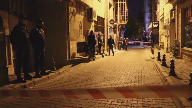 İZMİR – Duvarlarında çatlama meydana gelen 4 katlı bina tedbir amaçlı boşaltıldı