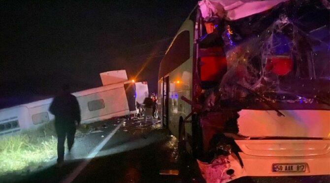 Öğrenciler taşıyan iki otobüs kaza yaptı! Çok sayıda yaralı var