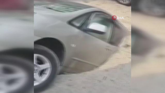 – Rusya'da sıcak su borusu patladı, araçlar su dolu çukura düştü