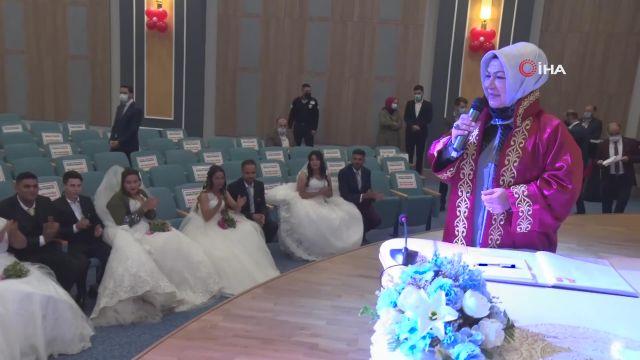 Sancaktepe'de Roman çiftler toplu nikah töreniyle dünya evine girdi